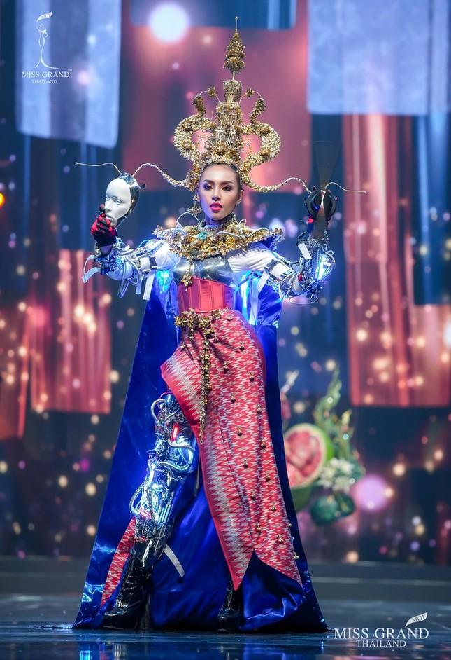 Sốc xỉu với loạt trang phục dân tộc siêu hoành tráng của Miss Grand Thái Lan 2020 ảnh 12