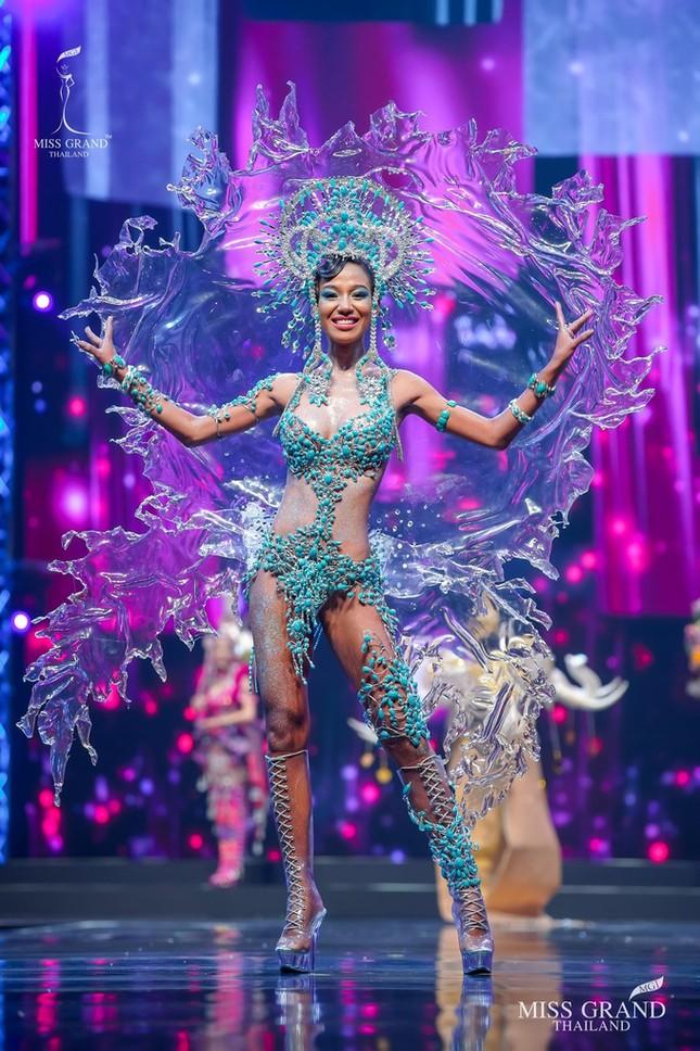 Sốc xỉu với loạt trang phục dân tộc siêu hoành tráng của Miss Grand Thái Lan 2020 ảnh 6