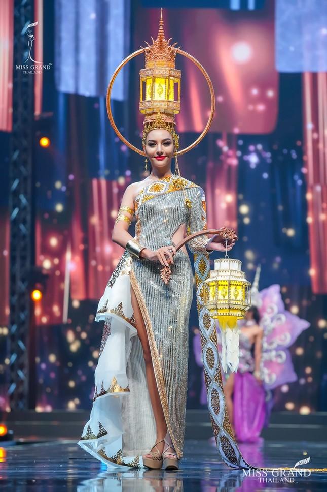 Sốc xỉu với loạt trang phục dân tộc siêu hoành tráng của Miss Grand Thái Lan 2020 ảnh 20