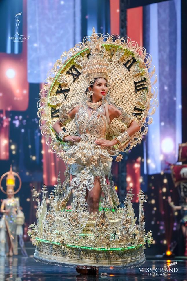 Sốc xỉu với loạt trang phục dân tộc siêu hoành tráng của Miss Grand Thái Lan 2020 ảnh 11