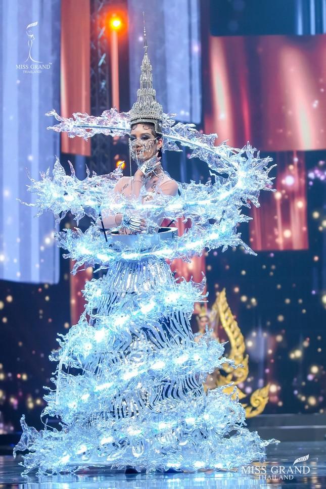 Sốc xỉu với loạt trang phục dân tộc siêu hoành tráng của Miss Grand Thái Lan 2020 ảnh 7