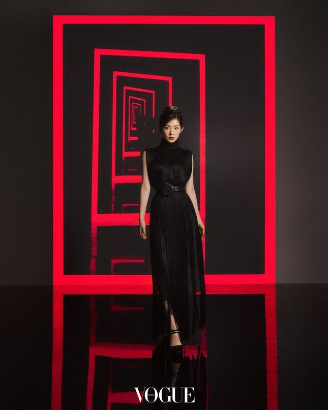 Vì sao netizen Hàn tranh cãi việc Irene và Chanyeol làm đại sứ thương hiệu cho Prada? ảnh 3