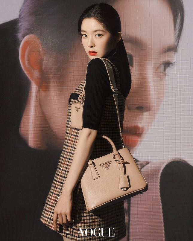 Vì sao netizen Hàn tranh cãi việc Irene và Chanyeol làm đại sứ thương hiệu cho Prada? ảnh 5