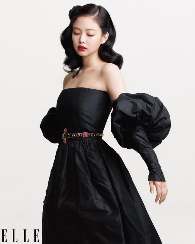 """Lên bìa ELLE Mỹ tháng 10, bốn cô gái vàng K-Pop khẳng định """"Tương lai chính là BLACKPINK"""" ảnh 4"""