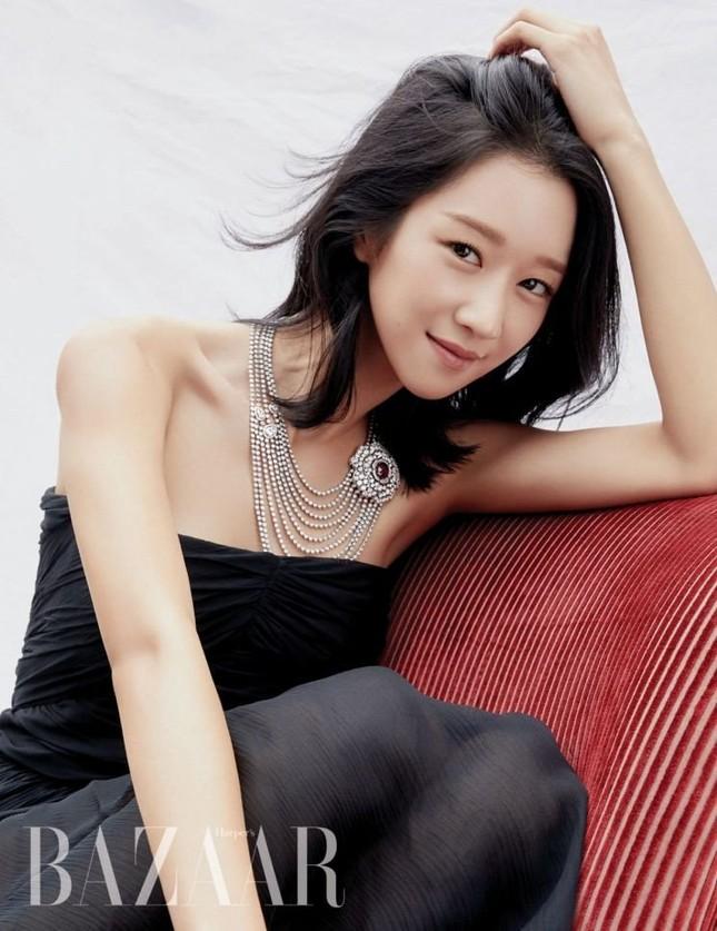 """Seo Ye Ji khiến fan lo lắng vì thân hình """"da bọc xương"""" trên Harper's BAZAAR Hàn ảnh 6"""