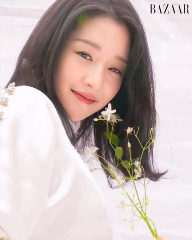 """Seo Ye Ji khiến fan lo lắng vì thân hình """"da bọc xương"""" trên Harper's BAZAAR Hàn ảnh 7"""