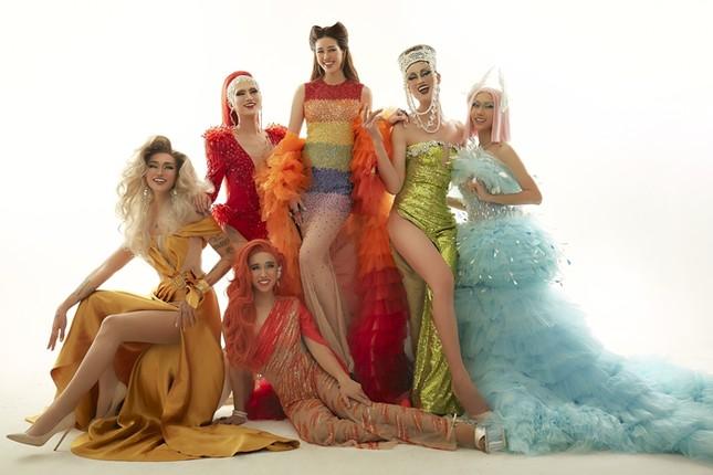 """Hoa hậu Khánh Vân hóa thân thành """"Drag Queen"""" trong bộ ảnh dành tặng cộng đồng LGBTQ+ ảnh 3"""