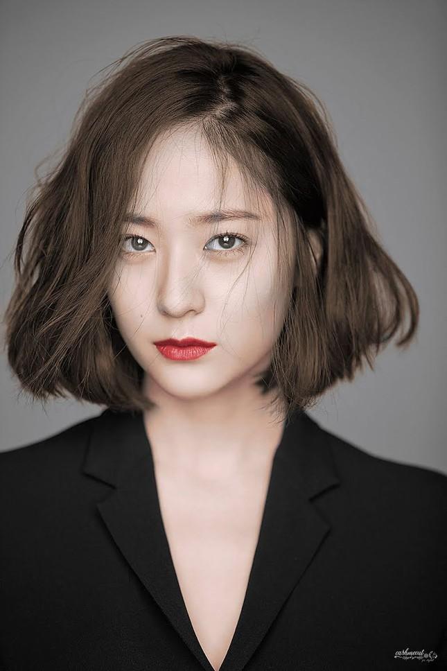 """Jang Won Young """"vượt mặt"""" các thành viên BLACKPINK trong Top 5 idol nữ xinh đẹp nhất 2020 ảnh 3"""
