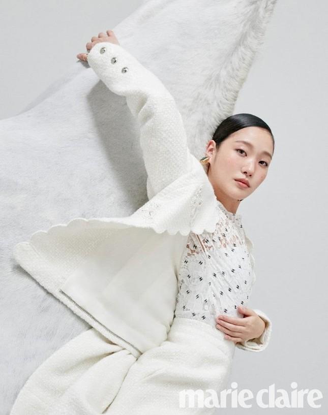 Ngắm trọn bộ hình ấn tượng của Kim Go Eun cùng chú ngựa Maximus (Quân Vương Bất Diệt) ảnh 4