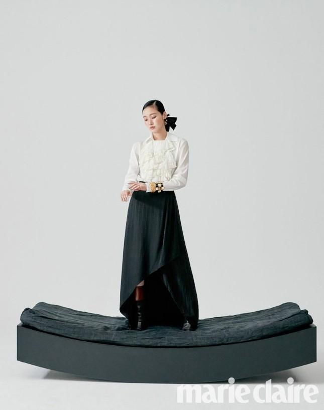 Ngắm trọn bộ hình ấn tượng của Kim Go Eun cùng chú ngựa Maximus (Quân Vương Bất Diệt) ảnh 9