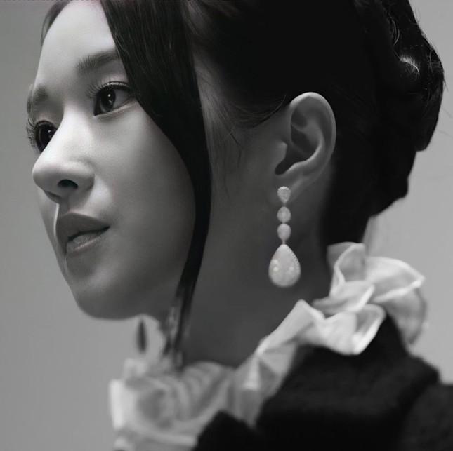 Seo Ye Ji xuất hiện đầy quyền lực trong loạt ảnh quảng cáo cuốn sách đang gây sốt tại Hàn ảnh 5