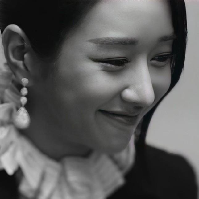 Seo Ye Ji xuất hiện đầy quyền lực trong loạt ảnh quảng cáo cuốn sách đang gây sốt tại Hàn ảnh 6