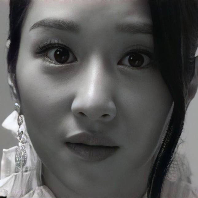 Seo Ye Ji xuất hiện đầy quyền lực trong loạt ảnh quảng cáo cuốn sách đang gây sốt tại Hàn ảnh 7