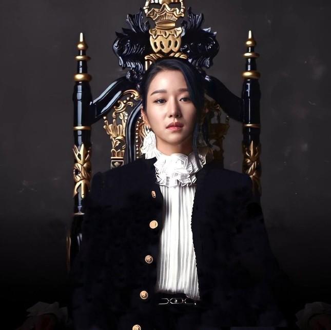 Seo Ye Ji xuất hiện đầy quyền lực trong loạt ảnh quảng cáo cuốn sách đang gây sốt tại Hàn ảnh 2