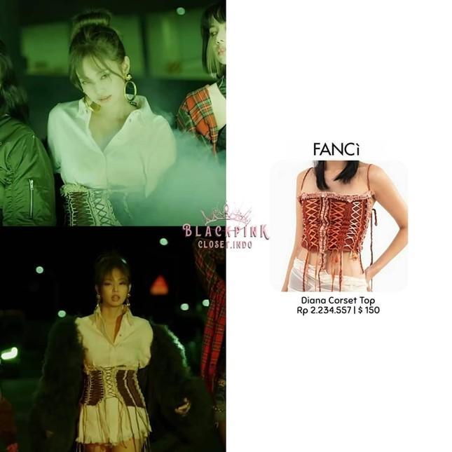 """Không chỉ Rosé, Jennie cũng mặc đồ Việt Nam trong """"Lovesick Girls"""" và còn biến tấu rất lạ ảnh 3"""
