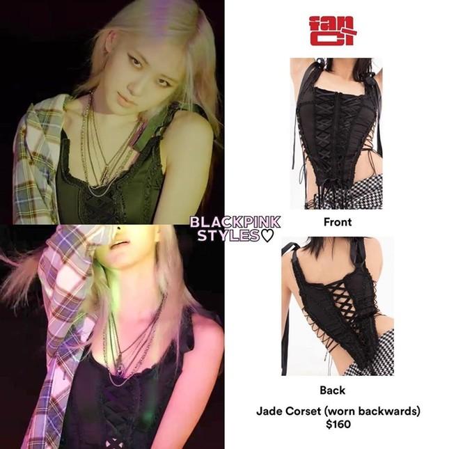 """Không chỉ Rosé, Jennie cũng mặc đồ Việt Nam trong """"Lovesick Girls"""" và còn biến tấu rất lạ ảnh 1"""