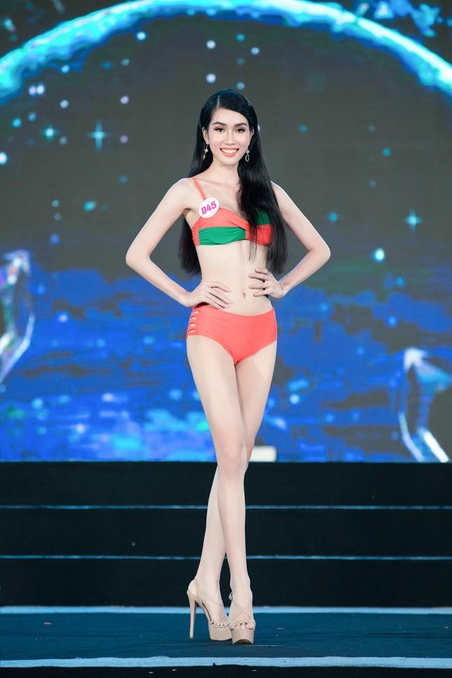 Top 40 Hoa Hậu Việt Nam 2020 khoe body cực phẩm với áo tắm trên sân khấu Bán kết ảnh 10