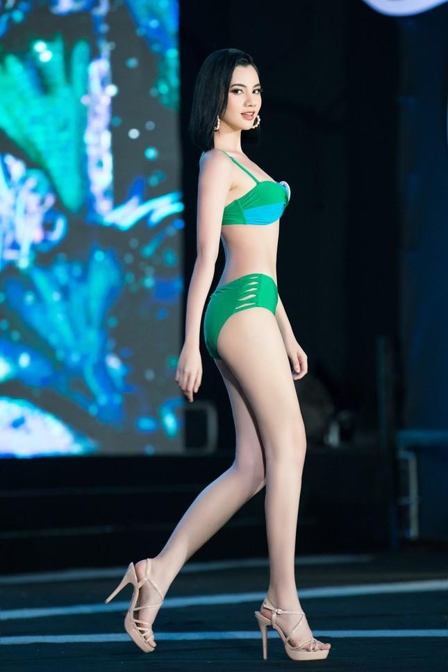 Top 40 Hoa Hậu Việt Nam 2020 khoe body cực phẩm với áo tắm trên sân khấu Bán kết ảnh 7