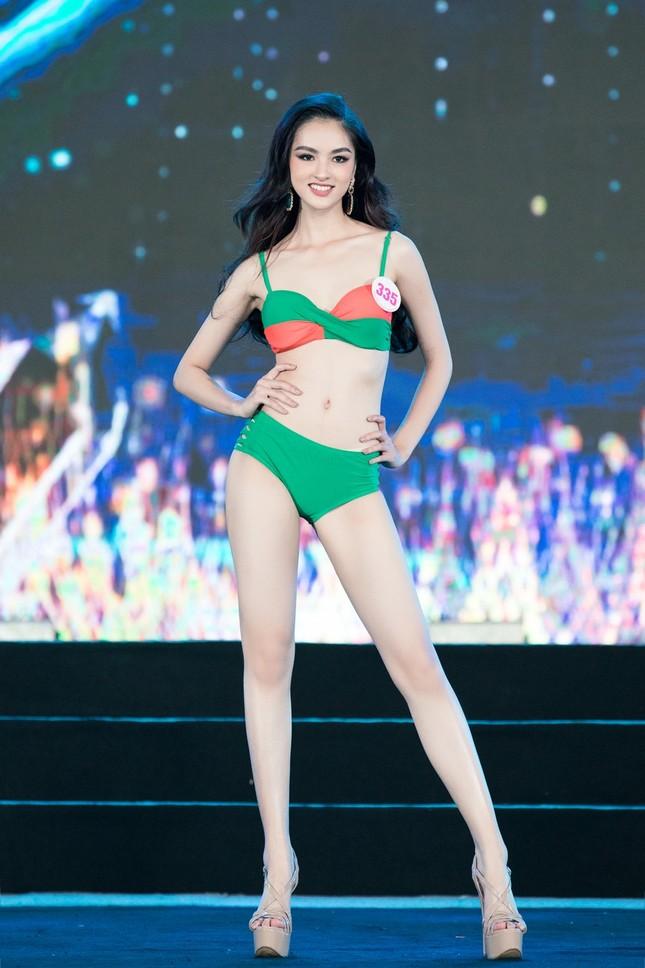 Top 40 Hoa Hậu Việt Nam 2020 khoe body cực phẩm với áo tắm trên sân khấu Bán kết ảnh 4