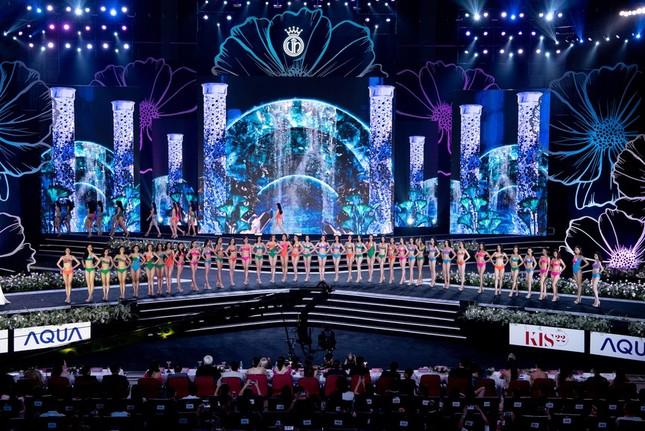 Top 40 Hoa Hậu Việt Nam 2020 khoe body cực phẩm với áo tắm trên sân khấu Bán kết ảnh 1