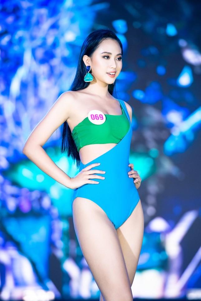 Top 40 Hoa Hậu Việt Nam 2020 khoe body cực phẩm với áo tắm trên sân khấu Bán kết ảnh 5