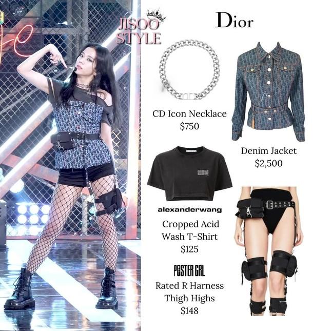 Netizen Hàn sửng sốt với màn cắt tan nát chiếc áo Dior 58 triệu của stylist cho Jisoo ảnh 1