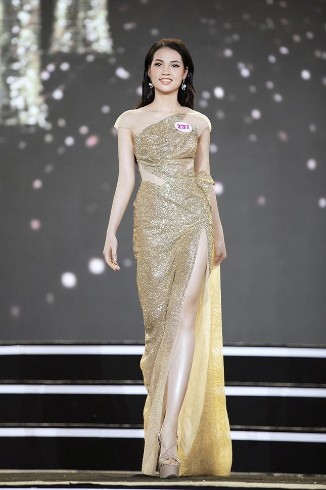 Top 35 Hoa hậu Việt Nam 2020 chính thức lộ diện trong trang phục dạ hội lộng lẫy ảnh 24