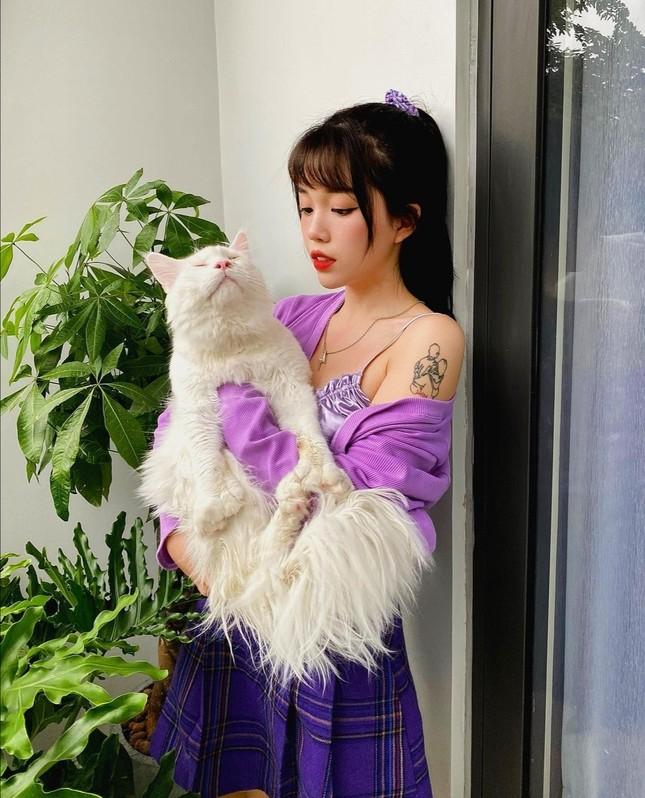 Học Quỳnh Anh Shyn, Jun Vũ, AMEE… cách phối sắc tím với trang phục Thu Đông cực đẹp ảnh 1