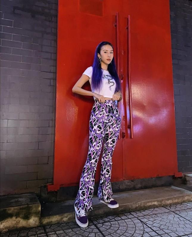 Học Quỳnh Anh Shyn, Jun Vũ, AMEE… cách phối sắc tím với trang phục Thu Đông cực đẹp ảnh 2