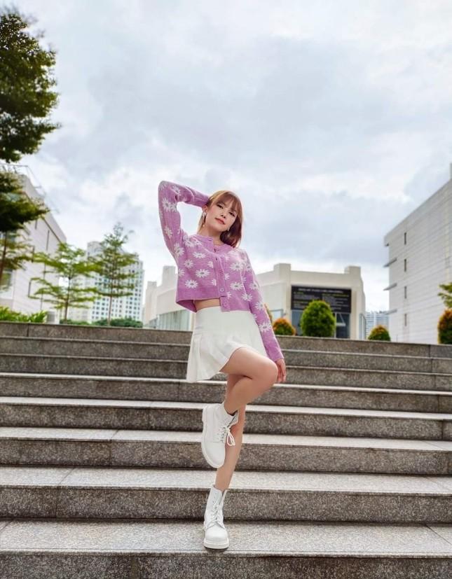 Học Quỳnh Anh Shyn, Jun Vũ, AMEE… cách phối sắc tím với trang phục Thu Đông cực đẹp ảnh 4