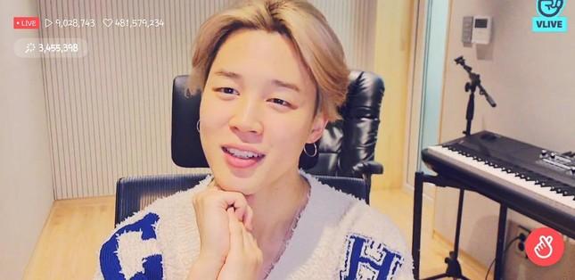 """Choáng với màn """"sold out"""" chiếc áo len nữ Jimin (BTS) mặc trong live stream, giá cực sốc ảnh 1"""