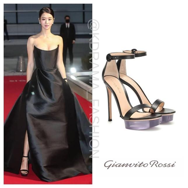 Gây sốc vì diện váy siêu gợi cảm trên thảm đỏ nhưng Seo Ye Ji lại bị chê trang điểm lỗi ảnh 3