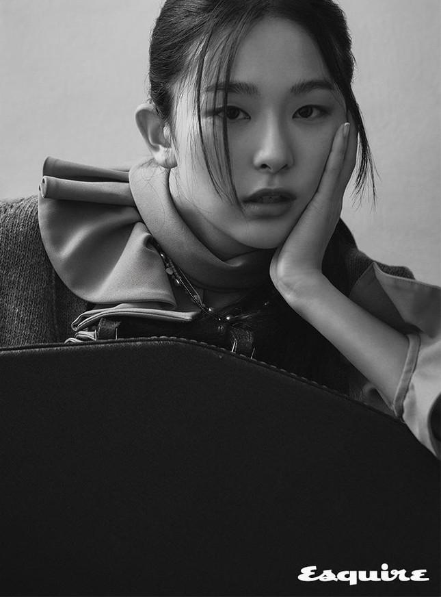 Seulgi Red Velvet gây tranh cãi vì mặc đồ ngủ trị giá 87 triệu trong loạt hình thời trang ảnh 7