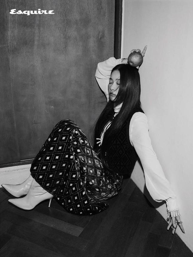 Seulgi Red Velvet gây tranh cãi vì mặc đồ ngủ trị giá 87 triệu trong loạt hình thời trang ảnh 5