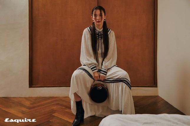 Seulgi Red Velvet gây tranh cãi vì mặc đồ ngủ trị giá 87 triệu trong loạt hình thời trang ảnh 11