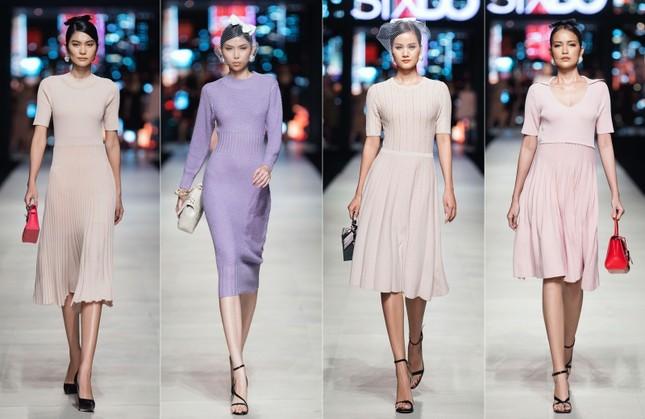 Mãn nhãn với dàn Hoa hậu và người mẫu hội tụ trong show diễn thời trang siêu hoành tráng ảnh 2