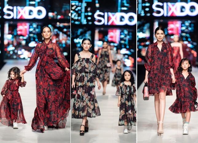 Mãn nhãn với dàn Hoa hậu và người mẫu hội tụ trong show diễn thời trang siêu hoành tráng ảnh 5