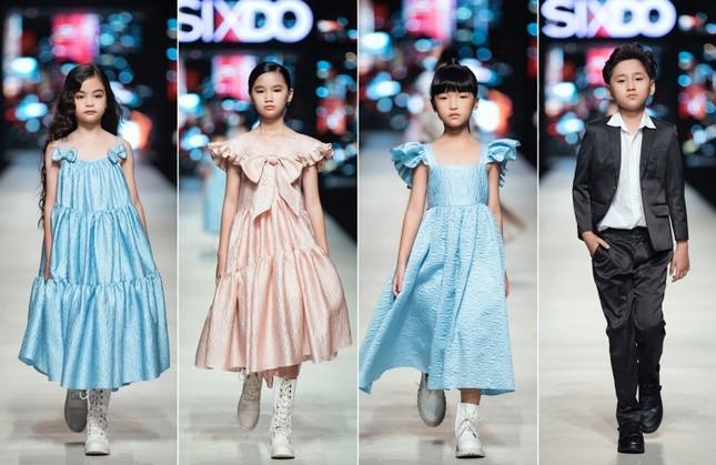 Mãn nhãn với dàn Hoa hậu và người mẫu hội tụ trong show diễn thời trang siêu hoành tráng ảnh 12