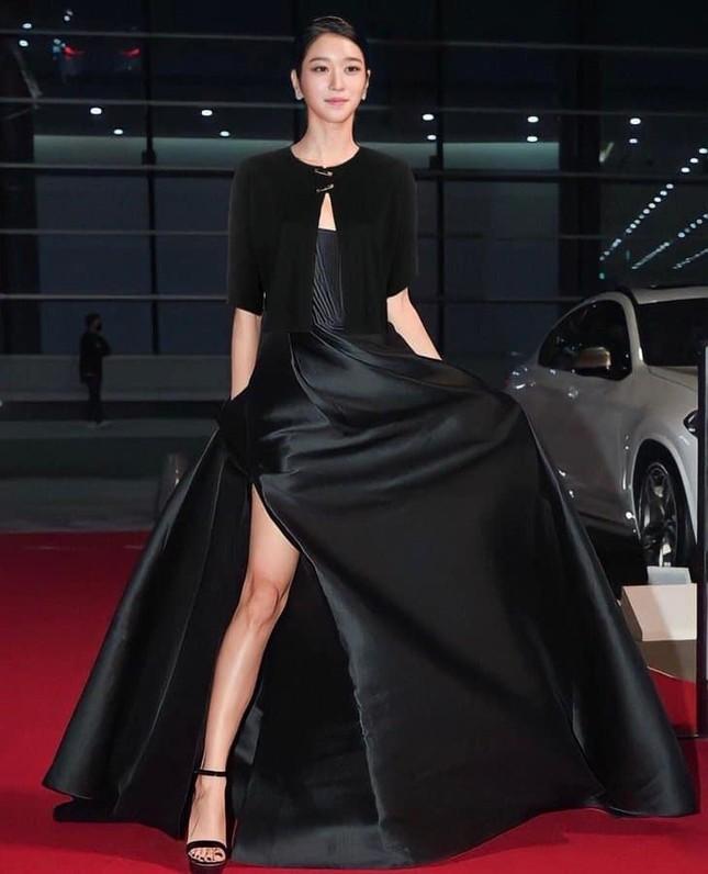 """Seo Ye Ji có màn đáp trả """"cực mặn"""" các bình luận khiếm nhã về bộ váy khoe vòng 1 tuần qua ảnh 4"""