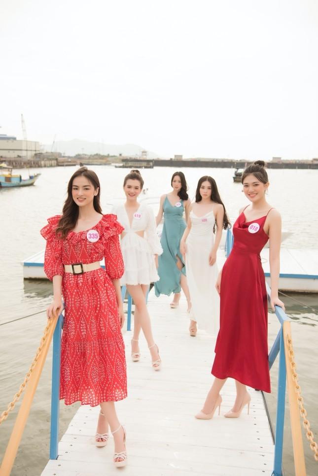 Dàn thí sinh Hoa Hậu Việt Nam 2020 khoe nhan sắc ngọt ngào trước biển trời Vũng Tàu ảnh 8