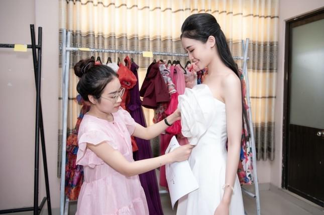 Từ đầm dài đến váy công chúa, Top 35 Hoa Hậu Việt Nam 2020 hứa hẹn một đêm thi Thời trang mãn nhãn ảnh 7