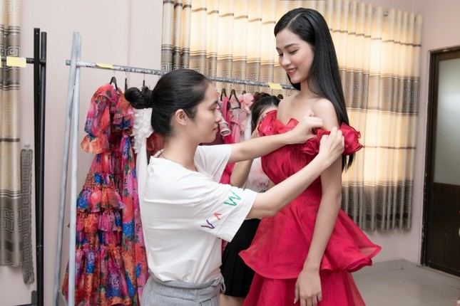 Từ đầm dài đến váy công chúa, Top 35 Hoa Hậu Việt Nam 2020 hứa hẹn một đêm thi Thời trang mãn nhãn ảnh 6