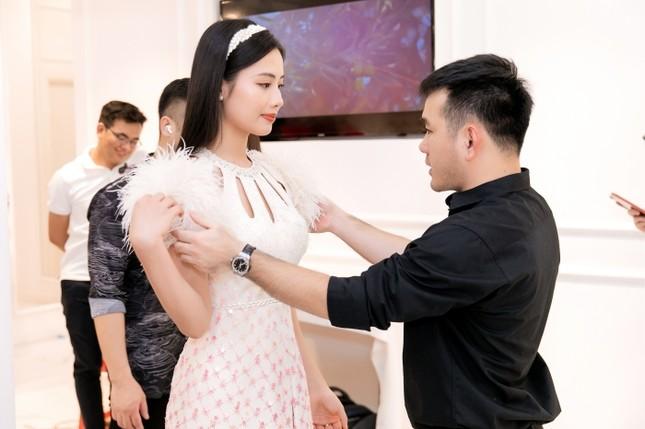 Từ đầm dài đến váy công chúa, Top 35 Hoa Hậu Việt Nam 2020 hứa hẹn một đêm thi Thời trang mãn nhãn ảnh 1