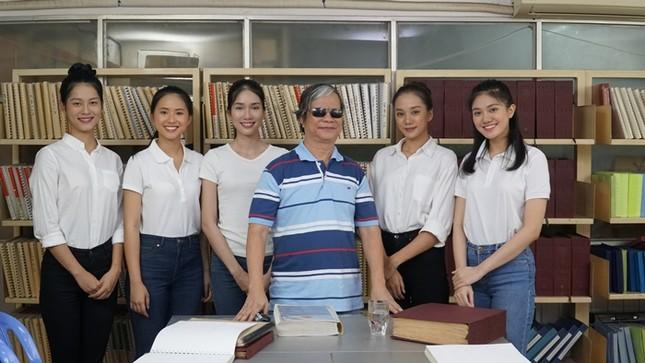 Tập 2 Người Đẹp Nhân Ái: Thí sinh Hoa Hậu Việt Nam 2020 tri ân người lái đò khiếm thị ảnh 1