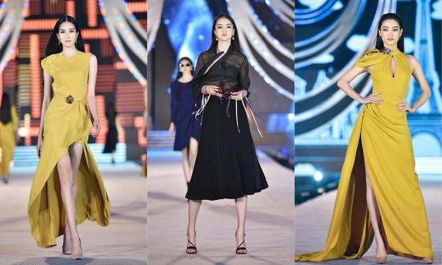 """Hoa hậu Lương Thùy Linh """"kết sổ"""" đêm thi Người đẹp Thời trang với màn catwalk cực đỉnh ảnh 4"""