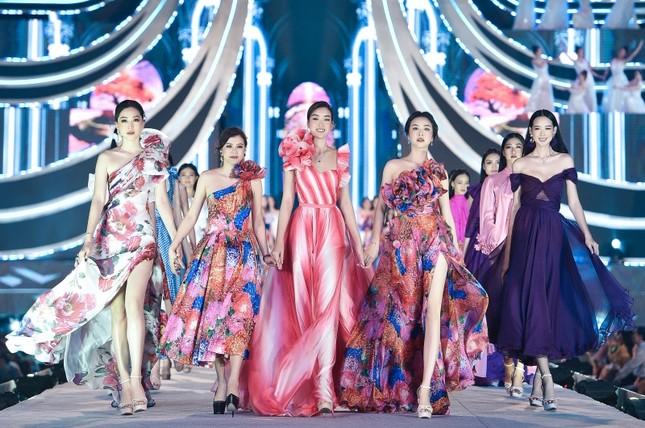 Top 5 thí sinh xuất sắc nhất đêm thi Người đẹp Thời trang của Hoa Hậu Việt Nam 2020 ảnh 3