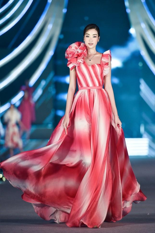 Top 5 thí sinh xuất sắc nhất đêm thi Người đẹp Thời trang của Hoa Hậu Việt Nam 2020 ảnh 5