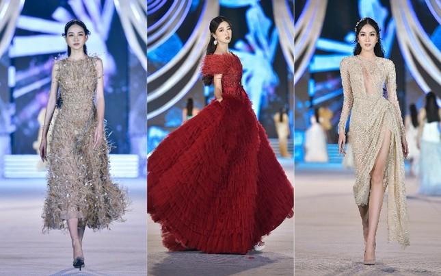 Hoa hậu Tiểu Vy, Kỳ Duyên đọ trình catwalk cùng thí sinh Top 35 Hoa Hậu Việt Nam 2020 ảnh 3
