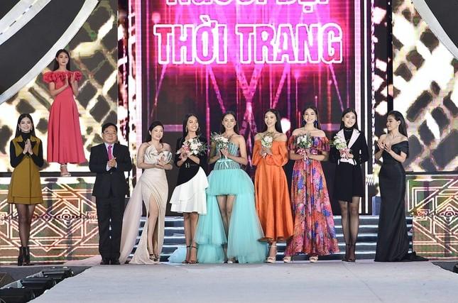 Top 5 thí sinh xuất sắc nhất đêm thi Người đẹp Thời trang của Hoa Hậu Việt Nam 2020 ảnh 8