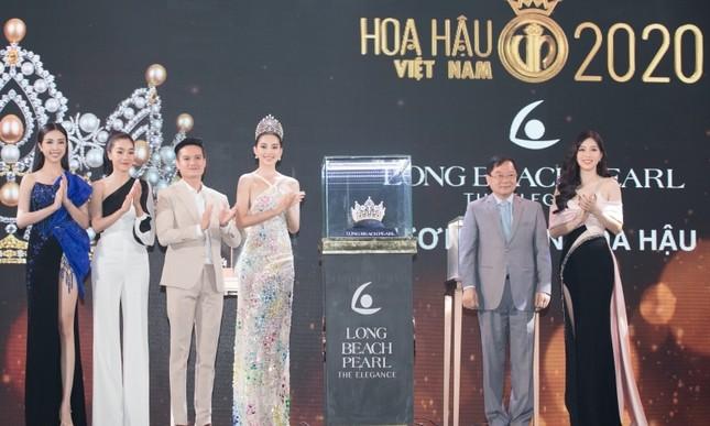 Ngắm cận cảnh vương miện, quyền trượng và ghế đăng quang của tân Hoa Hậu Việt Nam 2020 ảnh 2